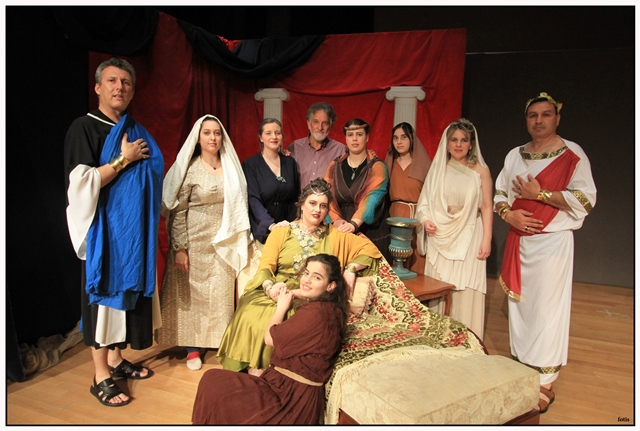 """Η θεατρική ομάδα του Αγίου Αχιλλίου ανέβασε τη """"ΦΑΒΙΟΛΑ-στη Ρώμη των διωγμών"""""""
